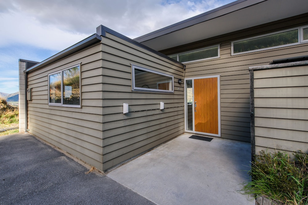 Contemporary Hilltop Abode