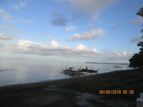 AGM Beachfront Resort & Resto, Donsol
