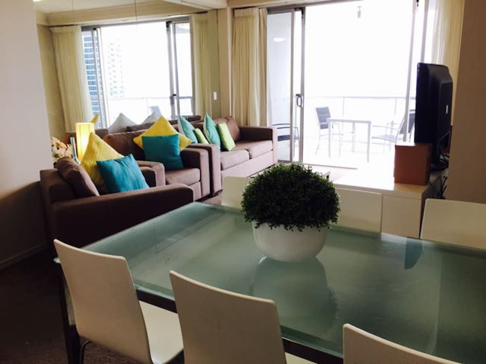 Chevron Renaissance Private Apartments, Surfers Paradise