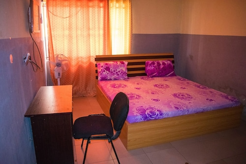 Pinnacle Base Motel, Mushin