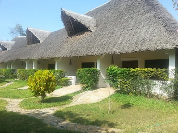 MAWENI BEACH COTTAGES