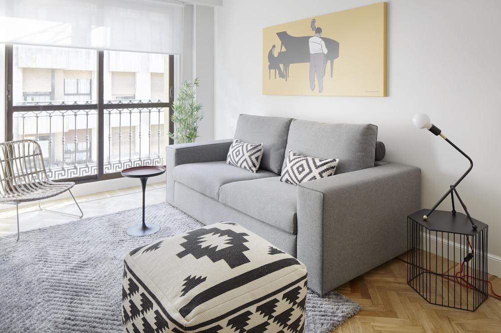 Zurriola Jazz Apartment by FeelFree Rentals