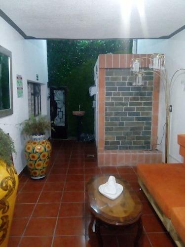 Hostal Doña María - Hostel, Querétaro