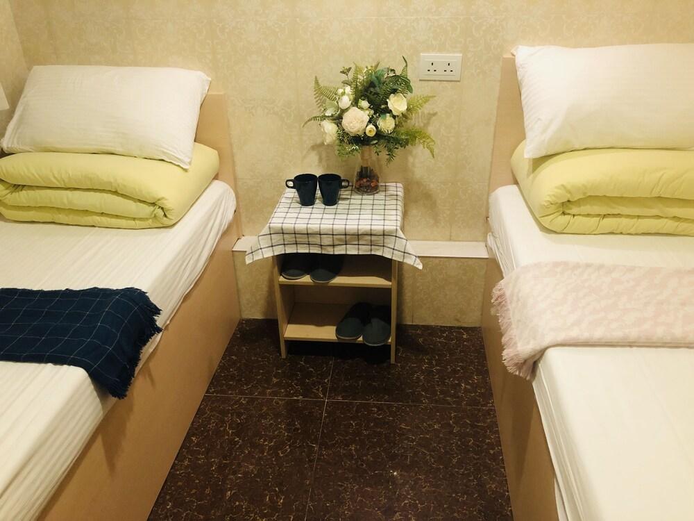 https://i.travelapi.com/hotels/25000000/24160000/24155700/24155622/6c0b036d_z.jpg