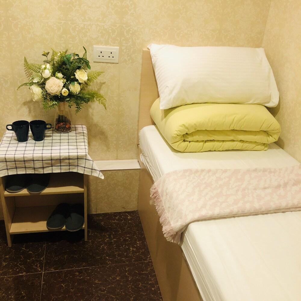 https://i.travelapi.com/hotels/25000000/24160000/24155700/24155622/e4d24384_z.jpg