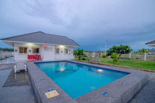 Baan Lake Hill Party Pool Villa, Hua Hin