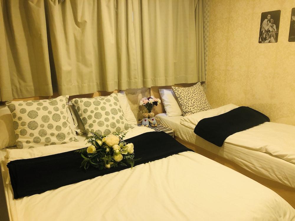 https://i.travelapi.com/hotels/25000000/24160000/24156700/24156632/7350958d_z.jpg