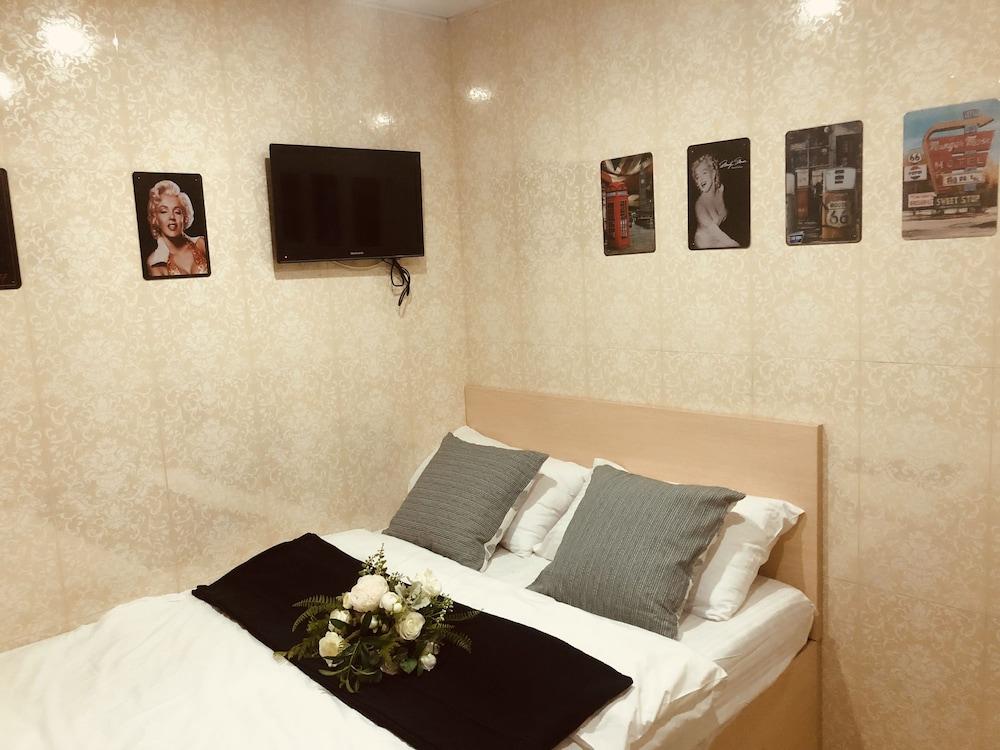 https://i.travelapi.com/hotels/25000000/24160000/24157100/24157028/cf1f60e2_z.jpg