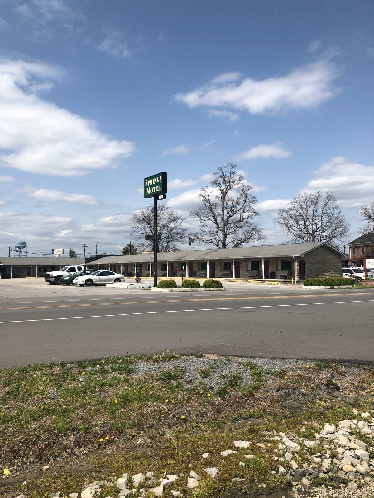 Springs Motel, Russell