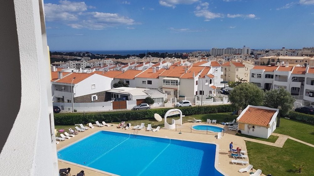 Beach Choro Studio in Albufeira, With Wonderful sea View, Pool Access, Furnished Balcony - 2 km From