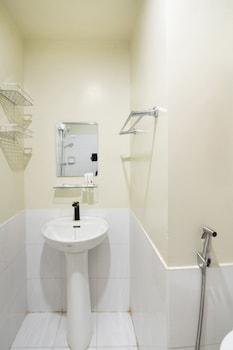 OYO 148 GBS PROPERTIES - CENTROPOLIS Bathroom