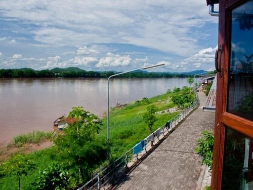 Banrimkhong, Chiang Khan