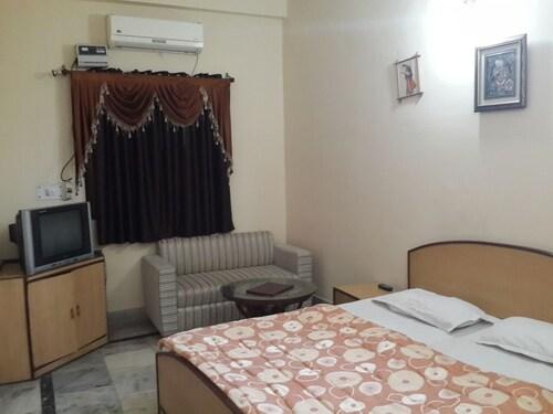 Muskan Hotel, Mathura