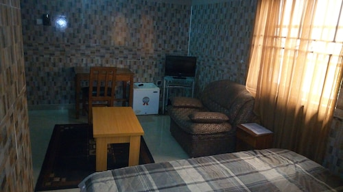 Jam- Bed Hotel and Suites, Obafemi-Owode