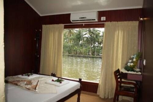GuestHouser 3 BHK Houseboat 9f4e, Alappuzha