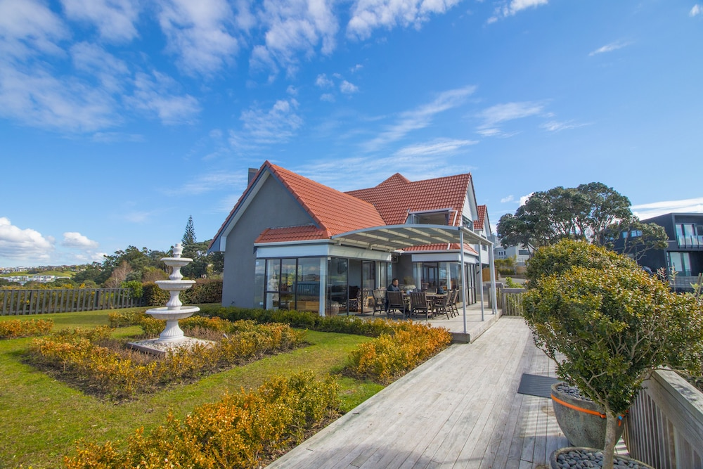 Orewa Cliff Top Holiday Home