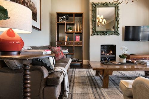 Hillcrest Apartment, Hepburn - West
