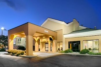 Quality Inn Suites Southport 1 0 Miles From Beech Grove Village Apartments