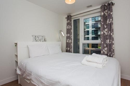 2 Bedroom Apartment With Balcony, London