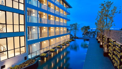 Golden Tulip Pattaya Beach Resort, Bang Lamung