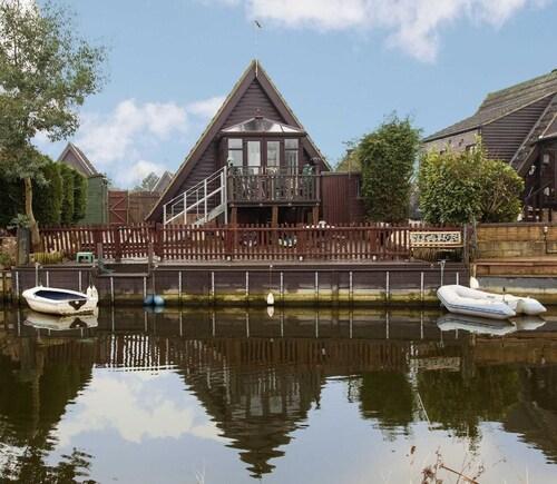 Isleham River Lodge, Suffolk