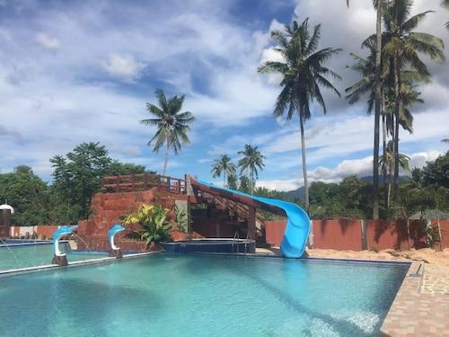 Hana-Natsu Resorts Pool, Morong