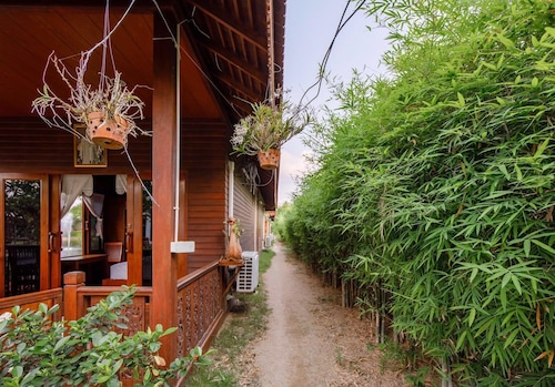 Baan Kiangnam Pattaya, Bang Lamung
