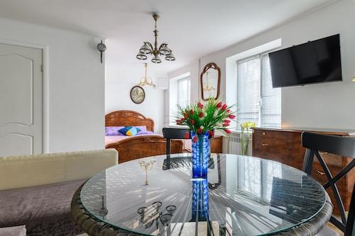 . RentalSPb Altayskaya Apartment