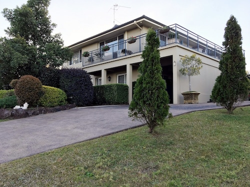 Bed and Breakfast, Lake Macquarie - West