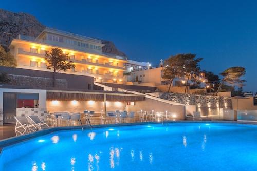 . Carian Hotel