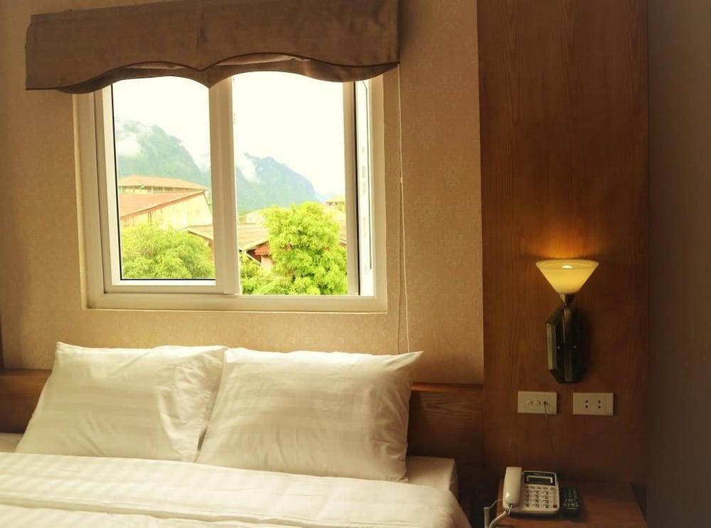 https://i.travelapi.com/hotels/25000000/24270000/24261200/24261156/c659249d_z.jpg