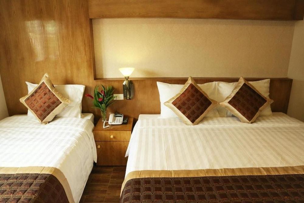 https://i.travelapi.com/hotels/25000000/24270000/24261200/24261156/e7969d62_z.jpg