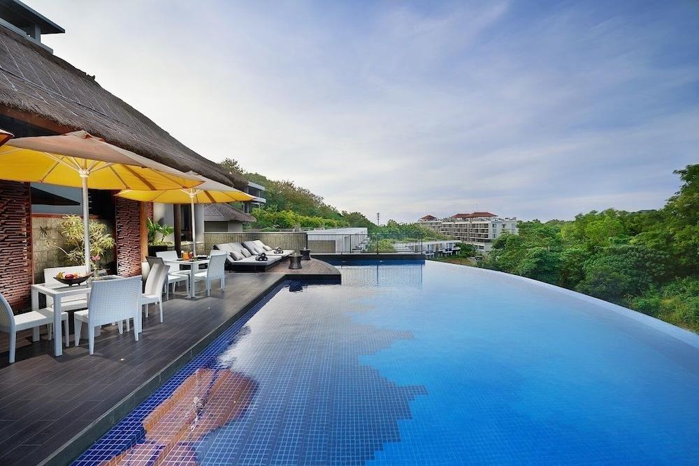 The Sterling Hotel & Villa's