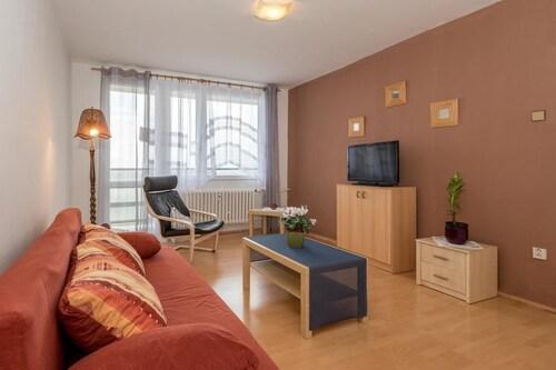 Apartment Gercenova, Praha 15