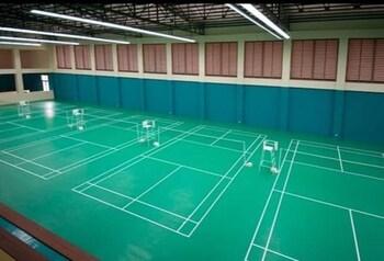 DR. CALAYAN'S LUXURY 2BR CONDO @PICO DE LORO Tennis Court