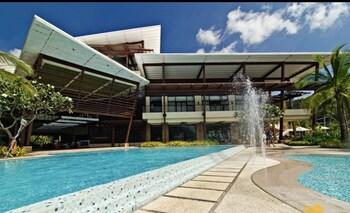 DR. CALAYAN'S LUXURY 2BR CONDO @PICO DE LORO Outdoor Pool