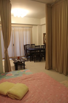 DR. CALAYAN'S LUXURY 2BR CONDO @PICO DE LORO Room