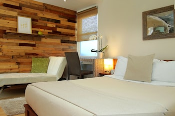 Deluxe Courtyard Suite