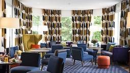 Le Manoir Hotel