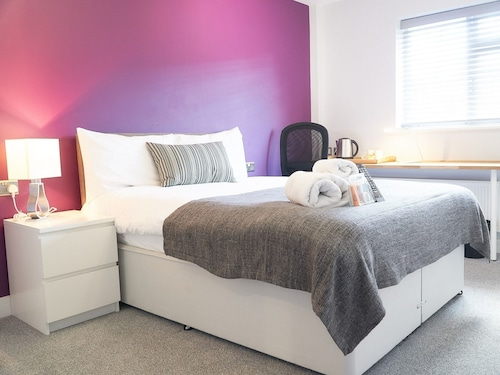 Unity House Serviced Apartments, Luton