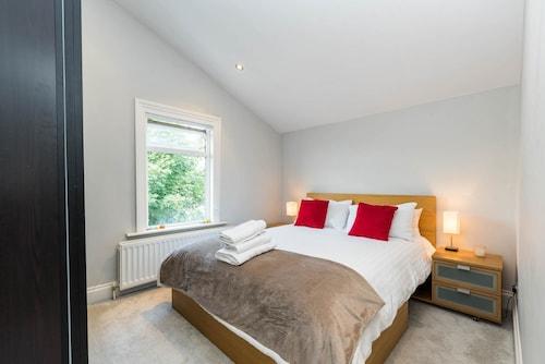Luxury Modern 1 Bed Loft Conversion Clapham South, London