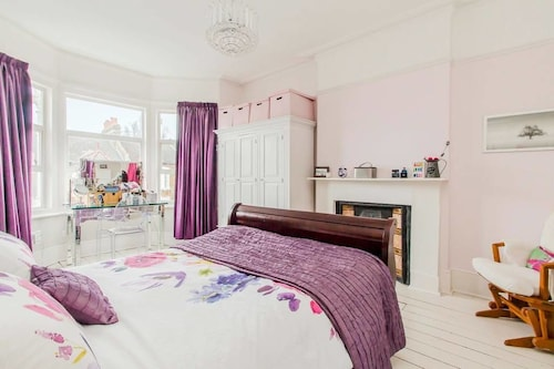 Beautiful Victorian 6 bed Family Home, in Zone 2, London