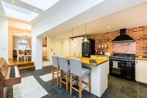 Stunning Spacious 4BD House With Garden - Sleeps 8, London