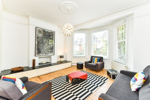 NEW Gorgeous 4 Bedroom Flat Muswell Hill Broadway, London