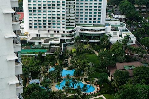 1 Bedroom Sudirman Park Apartment City View by Travelio, Jakarta Pusat