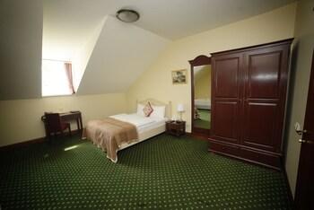 Economy Triple Room