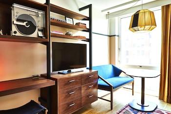Guestroom at Eaton DC in Washington