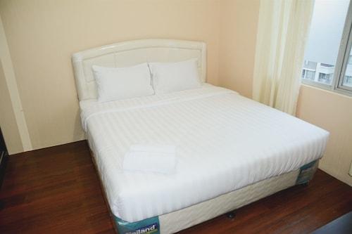 1 Bedroom Sudirman Park Apartment by Travelio, Jakarta Pusat
