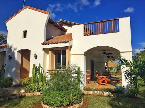 Casa Colibri, Villa Carlos Fonseca
