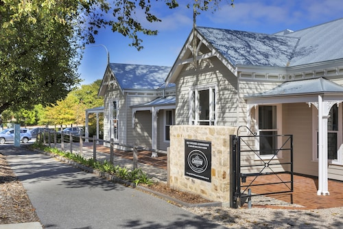 Grandview Homes Accommodation – The Adelaide, Mount Barker  - Central
